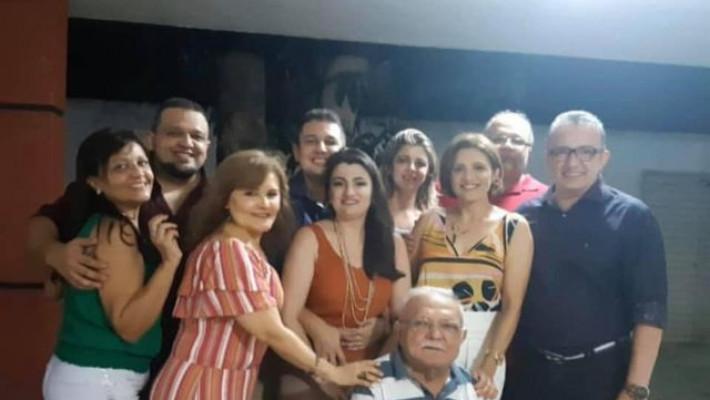 Ex-prefeito Augusto Nunes com a família.